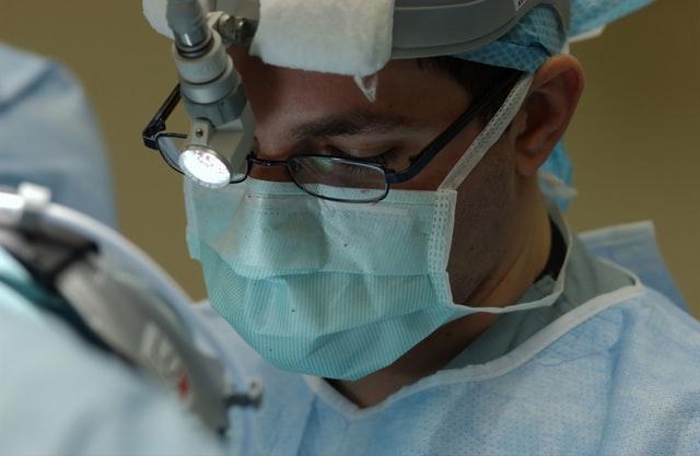 Har du fordomme om plastikkirurgi?
